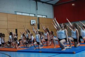 Final de la production, réunissant tous les gymnastes sur scène!